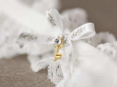 Schmuckbild Hochzeit Schleife mit Schlüssel