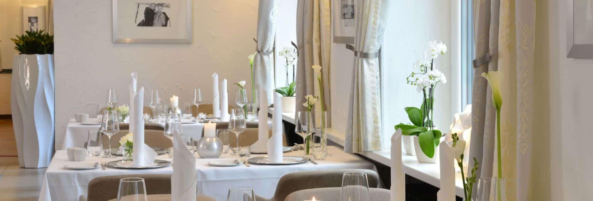 Restaurant Zur Bockmühle Tische weiß eingedeckt
