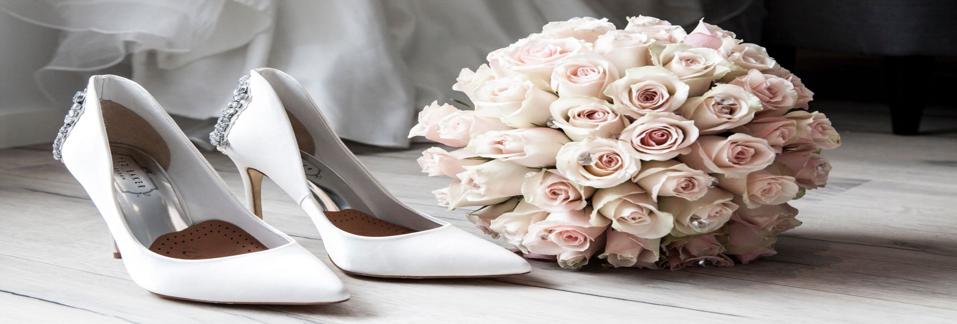 Schmuckbild Hochzeit Strauß und Schuh