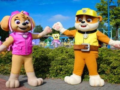 Movie Park Paw patrol Figuren Skye und Rubble im Park