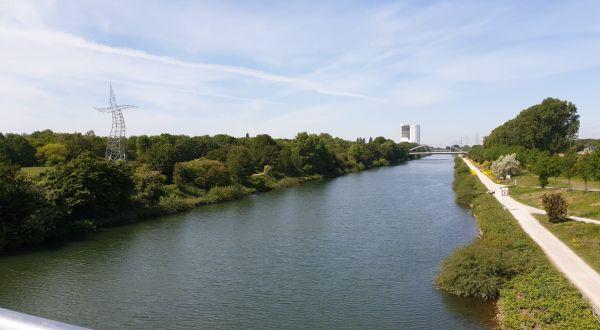 Rhein Herne Kanal mit Zauberlehrling und Gasometer Renovierung